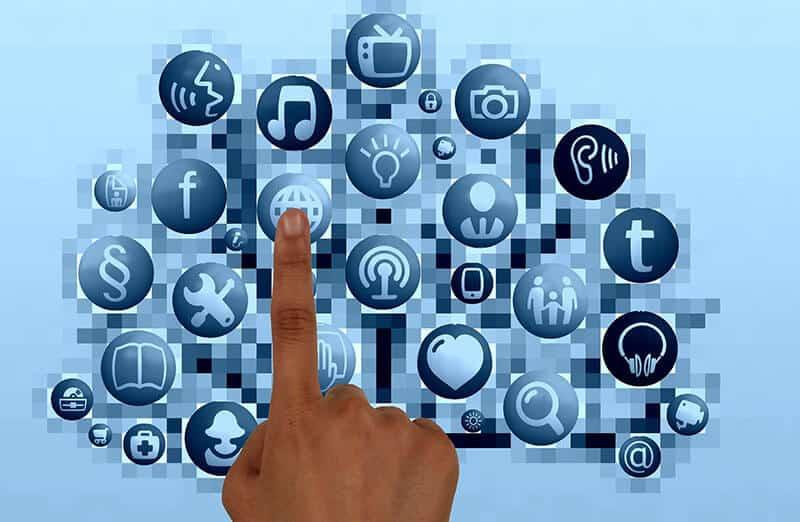 Cómo funcionan las campañas de pago por clic en Facebook y Google